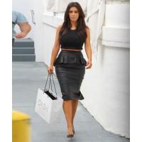 Image via: Follower Style http://followerstyle.com/2013/12/13/kim-kardashian-trend-fashion-2014.html/kim-kardashian-trend-fashion-2014-followerstyle-16/