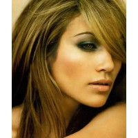 J-lo rocks a green smokey, to great effect. Image via http://iwantyourstyle.com/tag/smokey-green-eyes/